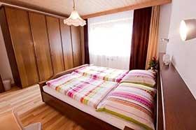 Doppelzimmer im Souterrain