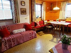 Altes Bauernhaus: gemütlicher Wohn-/Essbereich